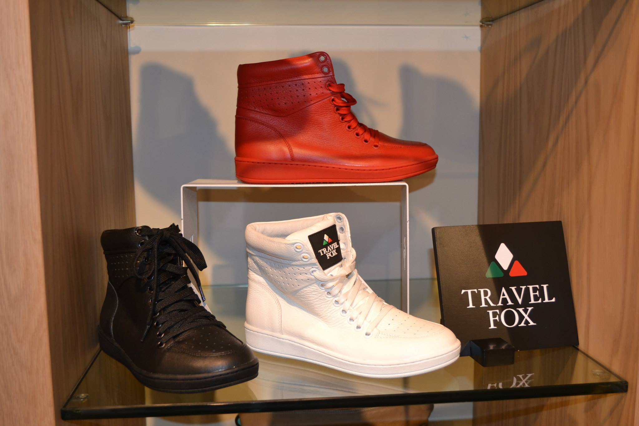 Palazzo Pitti is by far one of the best shoe outlets we've seen in a while! Stocking famous brands like Versace and then some newer ones like Travel Fox